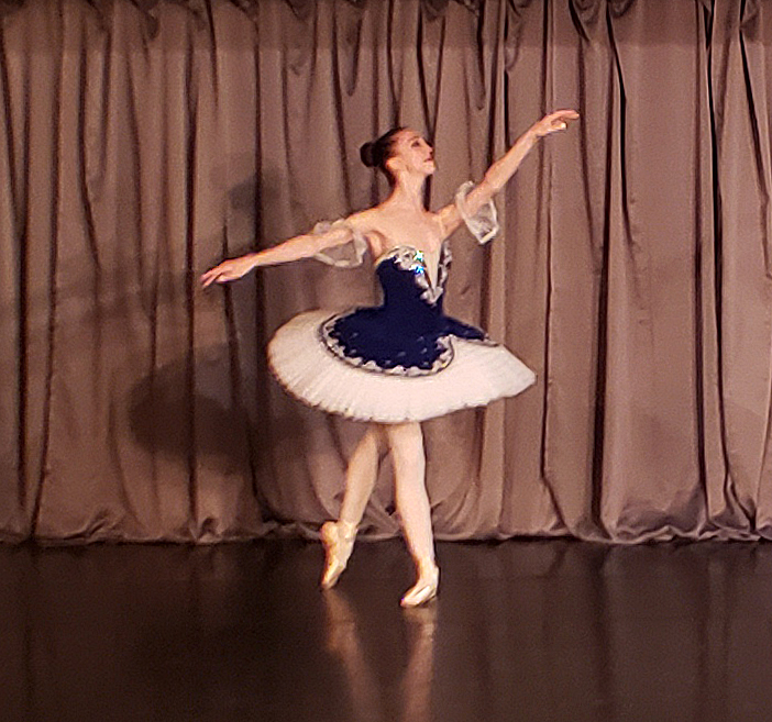 GDS Student Performing on Pointe